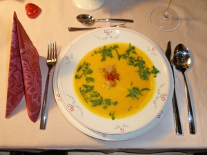 Kürbis-Ananas-Suppe